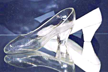 世界初履けるガラスの靴